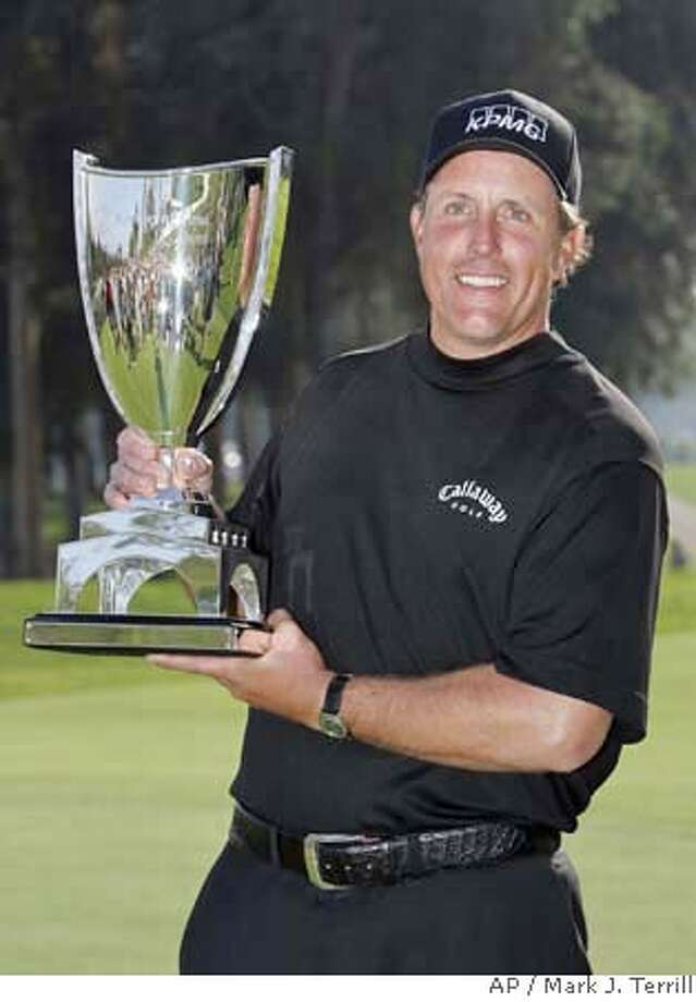 Phil Mickelson poses with his trophy after winning the Northern Trust Open golf tournament at Riviera Country Club in the Pacific Palisades area of Los Angeles, Sunday, Feb. 17, 2008. Mickelson won by two strokes. (AP Photo/Mark J. Terrill) EFE OUT Photo: Mark J. Terrill