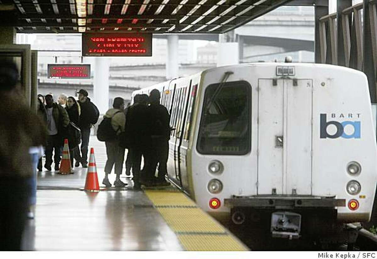BART riders take the San Francisco bound trains as their only alternative after a track fire near Oakland Coliseum station closed routes to Fremont and Dublin/Pleasanton. 2/22/07. Mike Kepka / The Chronicle