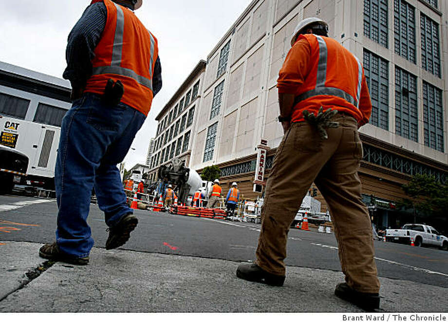 Crews worked at the corner of Polk and O'Farrell Streets near the site of the original blast. Three days after an underground blast at Polk and O'Farrell Streets in San Francisco, Calif., sent flames shooting into the air, the area is still closed to automobile traffic as PG&E crews work to clean up the underground debris Monday June 8, 2009. Photo: Brant Ward, The Chronicle