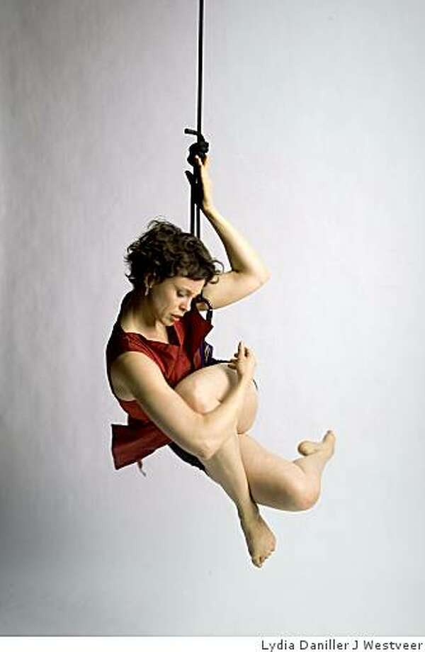 Sonya Smith performing Photo: Lydia Daniller J Westveer