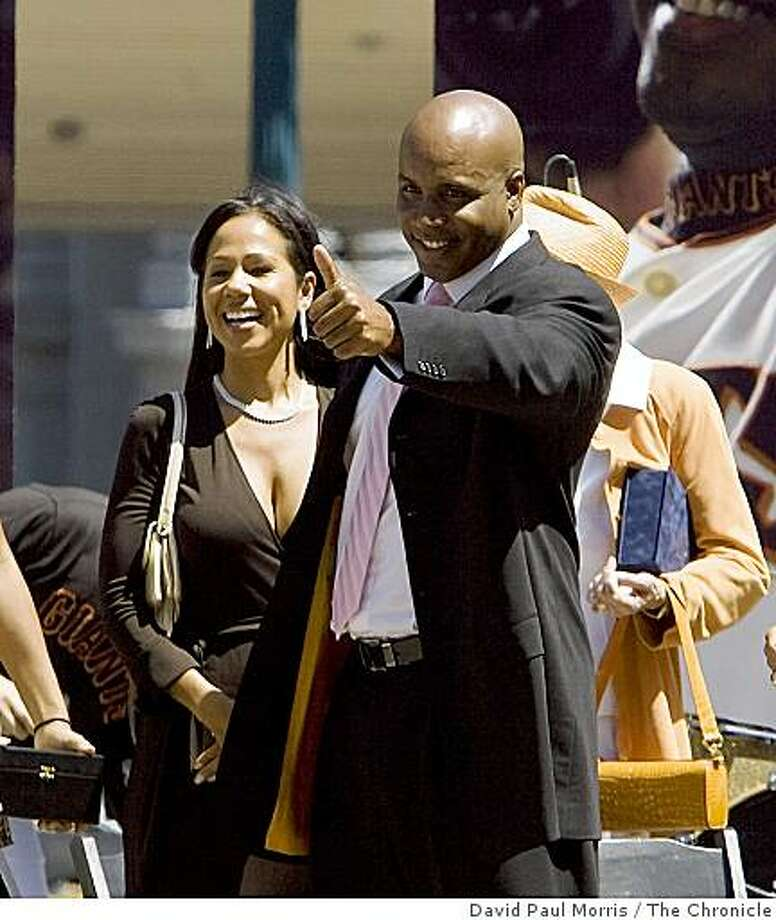 SAN FRANCISCO, CA - AUGUST 24: Barry Bonds give a thumbs up with his family wife Liz Bonds, daughter Shikari and son Nikolai at the end of the celebrations for Barry Bonds day at the Justin Herman Plaza on August 24, 2007 in San Francisco, California. (Photo by David Paul Morris/The Chronicle) Photo: David Paul Morris, The Chronicle