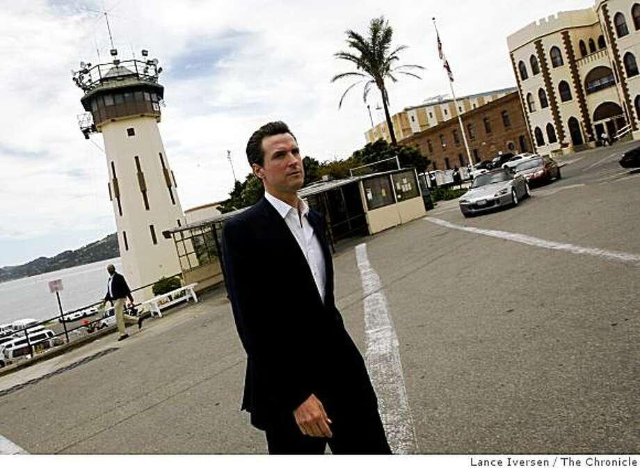 Gubernatorial hopeful San Francisco Mayor Gavin Newsom arrives at San Quentin Prison for a tour Friday June 19, 2009. Photo: Lance Iversen, The Chronicle