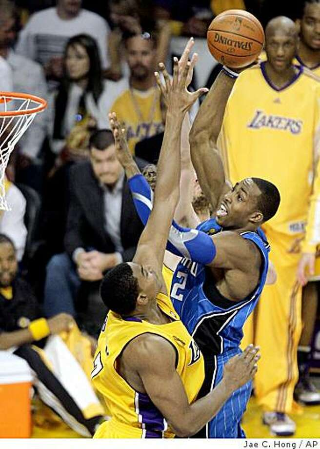 Orlando Magic center Dwight Howard (12) drives to the basket over Andrew Bynum during the second half of Game 1 of the NBA basketball finals  Thursday, June 4, 2009, in Los Angeles.  (AP Photo/Jae C. Hong) Photo: Jae C. Hong, AP