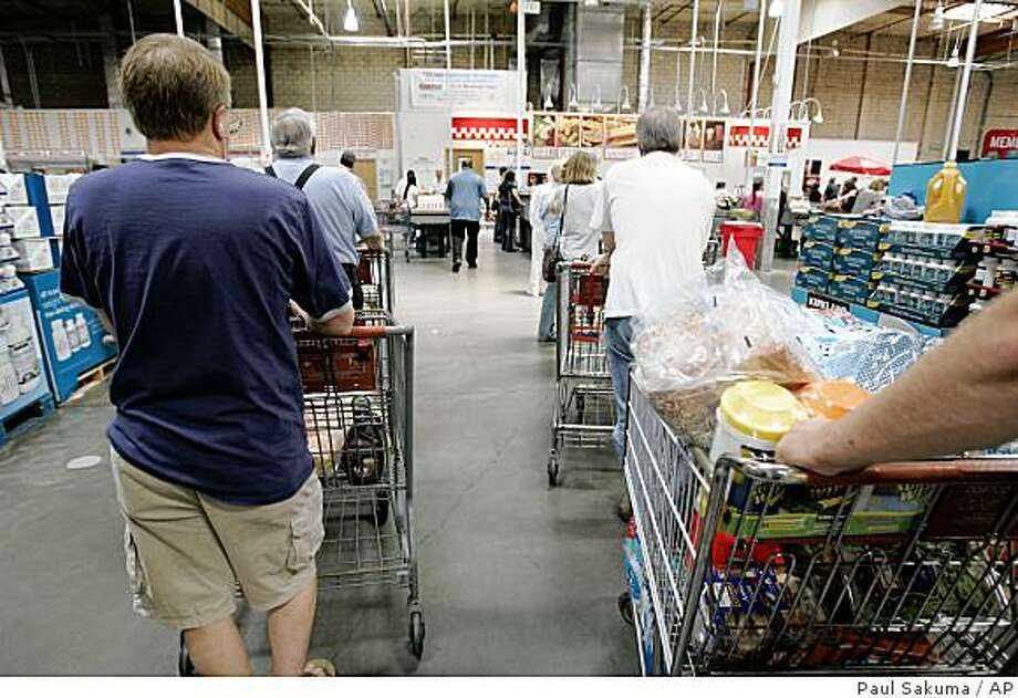 In this photo made May 27, 2009, shoppers wait in checkout lines at Costco in Mountain View, Calif. Food prices in the U.S. fell for the fourth straight month in May, the Commerce Department said Wedensday, June 17, as costs fell for all six of the major grocery food groups, including fruits and vegetables, meats and poultry, and dairy products. (AP Photo/Paul Sakuma) Photo: Paul Sakuma, AP