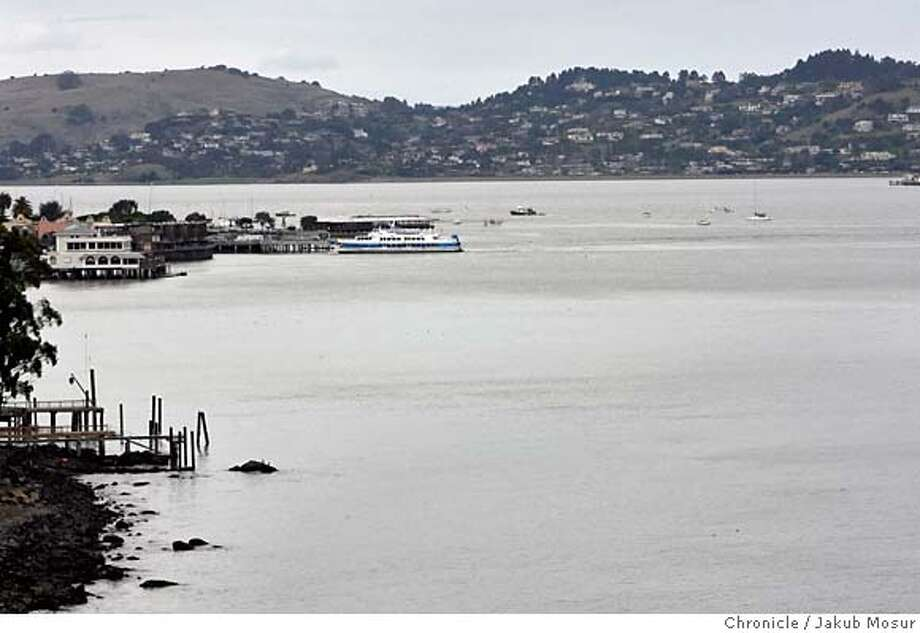 Richardson Bay off of the San Francisco Bay in Sausalito, Calif. is shown on Friday Feb. 1, 2008. According to authorities an estimated 2.7 million gallons of partially treated sewage and storm water spilled at Richardson Bay on Thursday Jan 31, 2008. (AP Photo/Jakub Mosur) Photo: Jakub Mosur