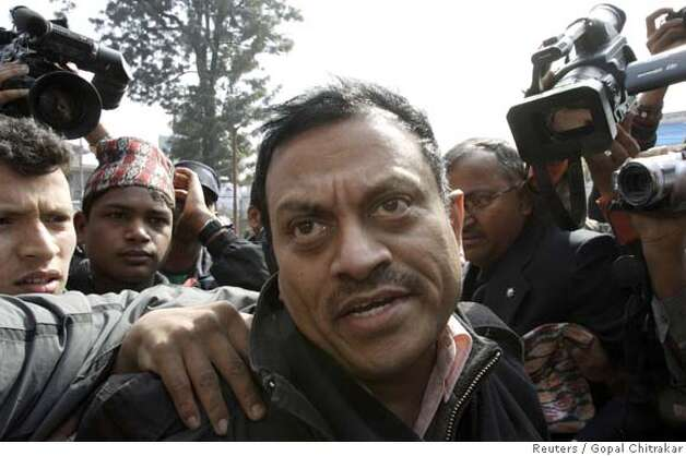 Amit Kumar (C), 40, speaks to the media while in police custody in Kathmandu February 8, 2008. Nepal's police have arrested Kumar, an Indian man suspected of being the mastermind of an illegal kidney transplant racket in India, a top force official said. REUTERS/Gopal Chitrakar (NEPAL) 0 Photo: GOPAL CHITRAKAR