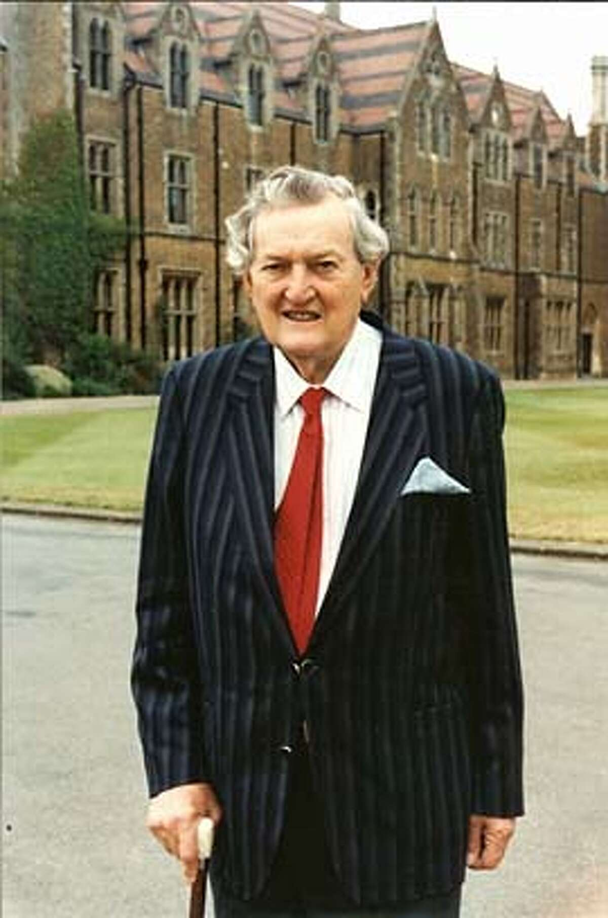obit photo of Peter Newton, taken in 2005 outside Oxford in England.