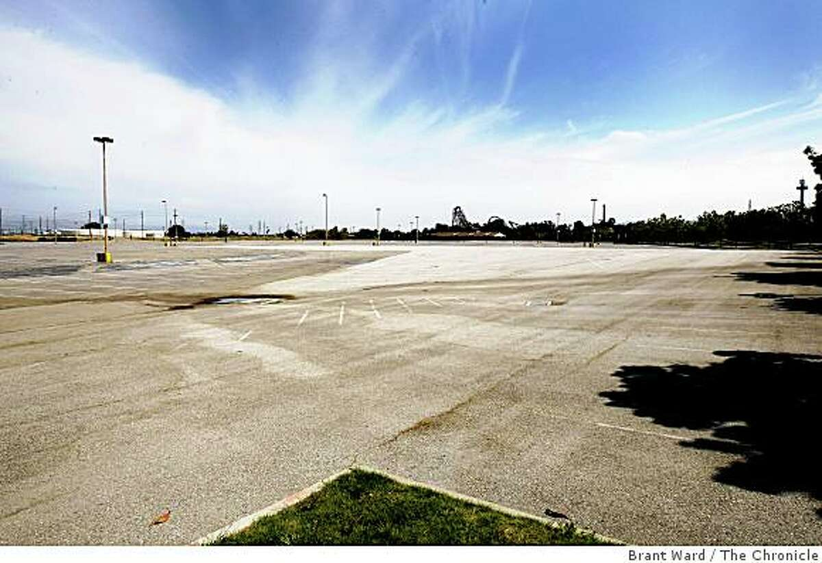 The overflow parking lot at the Great America theme park in Santa Clara is the site of a proposed new San Francisco 49er stadium.
