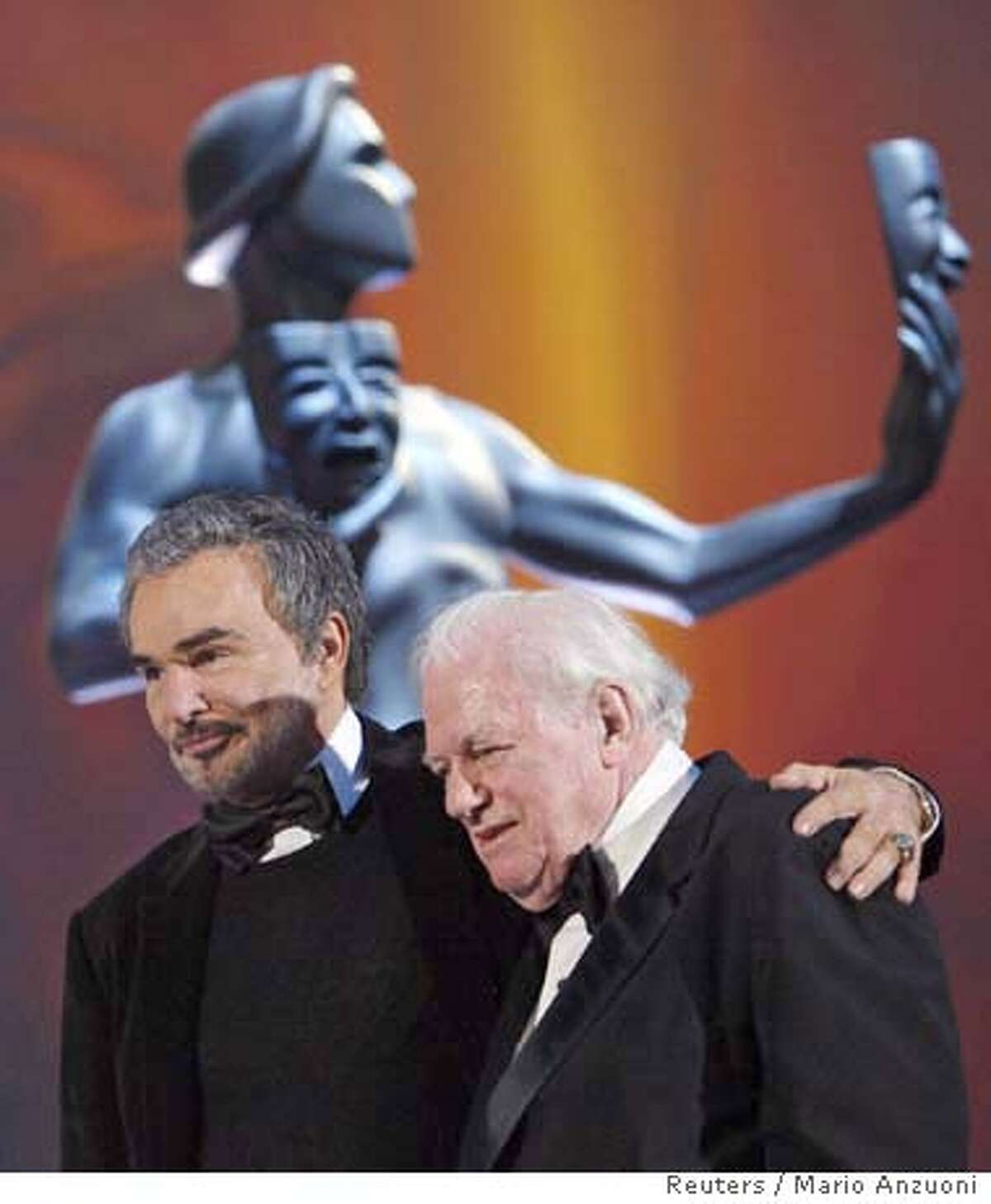 Actor Charles Durning (R) walks off the stage with Burt Reynolds after accepting the Lifetime Achievement award at the 14th annual Screen Actors Guild Awards in Los Angeles January 27, 2008. REUTERS/Mario Anzuoni (UNITED STATES) 0