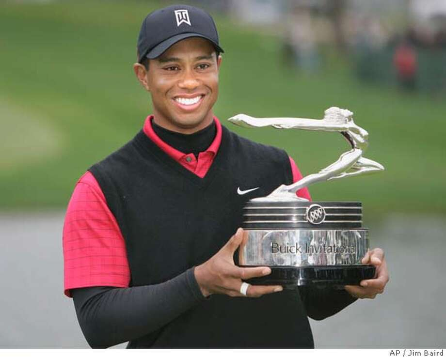 Tiger Woods holds the trophy after winning the final round of the Buick Invitational Golf Tournament on the Torrey Pines south course in San Diego, California January 27, 2008. REUTERS/Jim Baird (UNITED STATES) Photo: STR