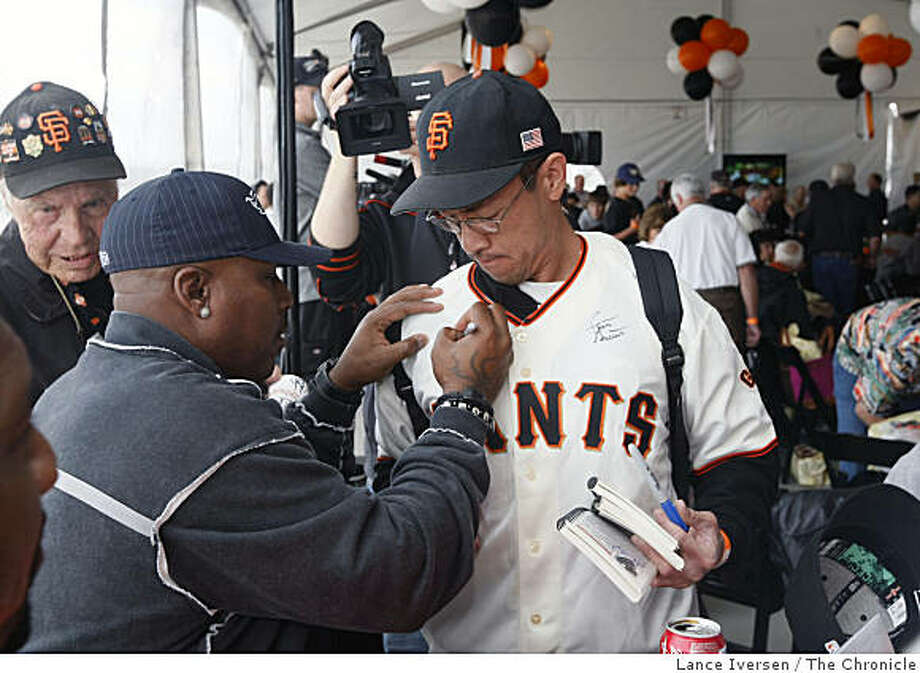 Kevin Mitchell sign a jersey for Steve Wong from San Jose at the San Francisco Giants twenty year reunion of the National League Championship team from 1989 at AT&T Park Friday, June 12, 2009. Photo: Lance Iversen, The Chronicle
