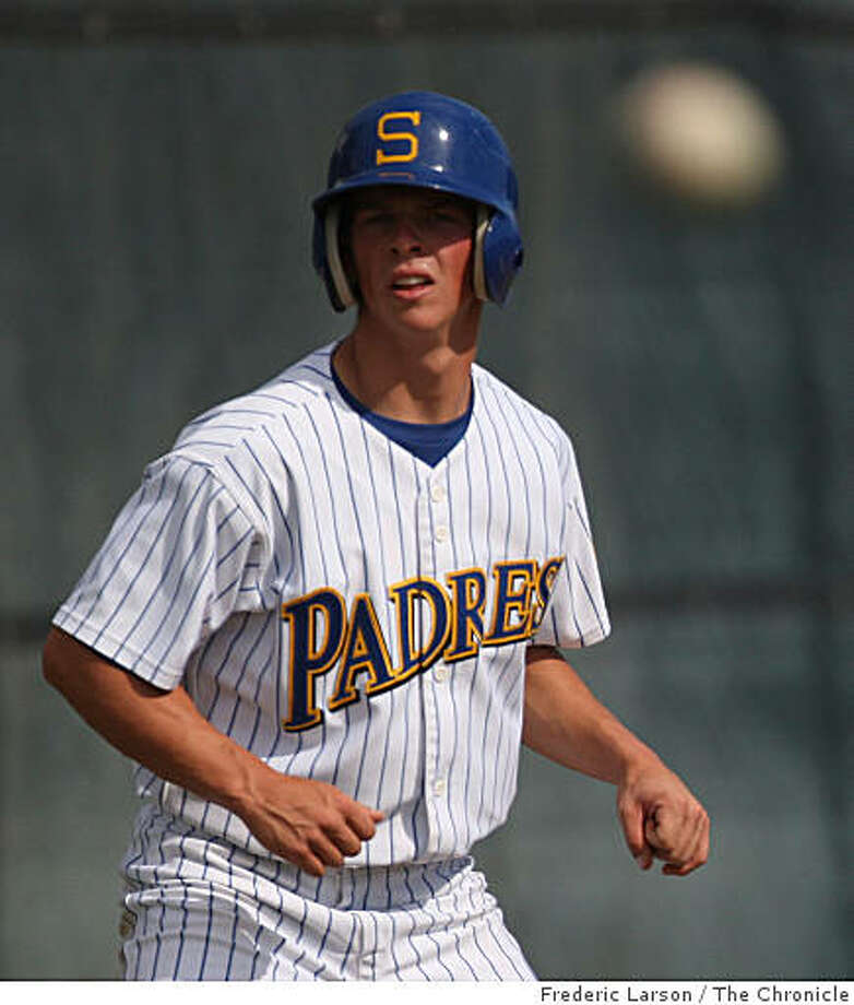 Serra High School's Tony Renda runs from third base to home plate during a game against St. Ignatius in San Mateo, Calif., on April 21, 2009. Photo: Frederic Larson, The Chronicle