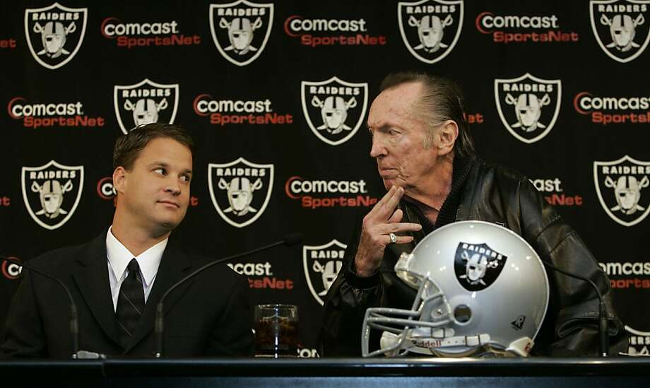 Owner Al Davis, right, introduces Lane Kiffin, left, as the Oakland Raiders new head coach in Alameda, Calif., Tuesday, Jan. 23, 2007.(AP Photo/Marcio Jose Sanchez) Photo: Marcio Jose Sanchez, AP