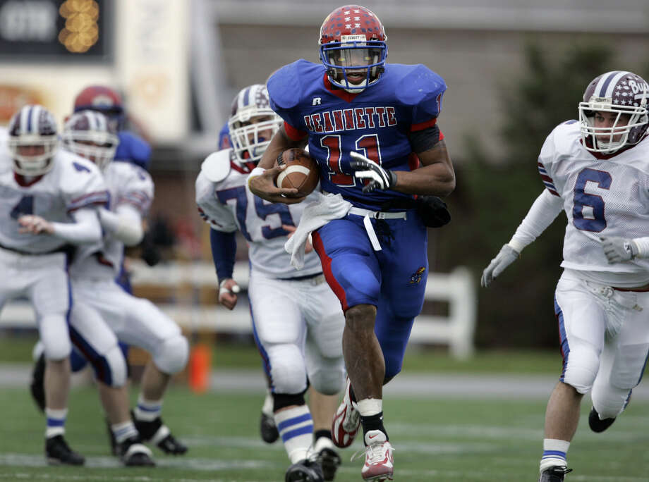 ** FILE ** Jeannette's Terrelle Pryor runs for a touchdown against Dunmore in the second half of their Class AA Pennsylvania high school championship football game in Hershey, Pa., in this Dec. 15, 2007 file photo. (AP Photo/Carolyn Kaster,file) . DEC. 15 2007 FILE PHOTO EFE OUT EFE OUT EFE OUT Photo: Carolyn Kaster
