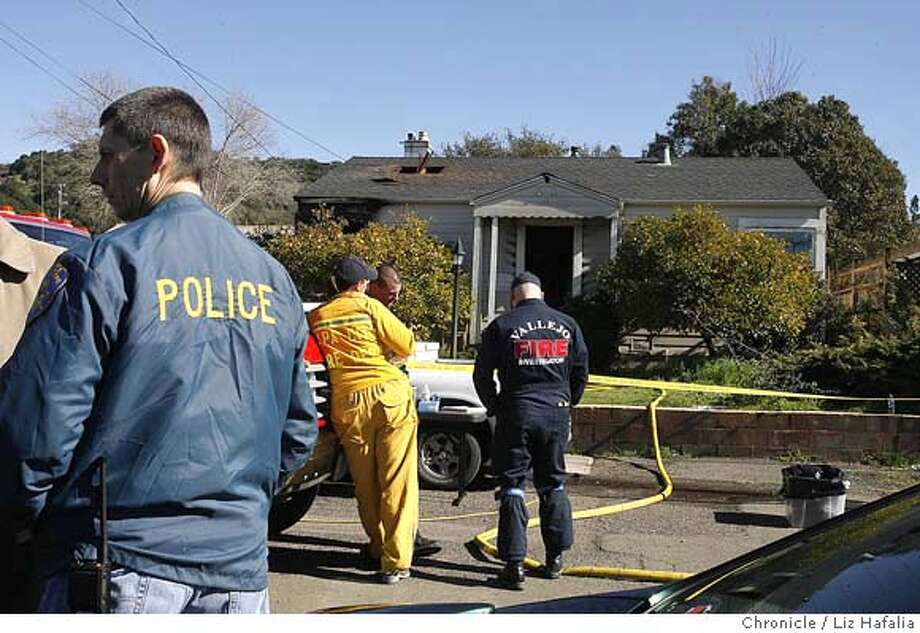 City workers investigating fire in Napa home--1418 Vale St.--which killed four people including two children. �2007, San Francisco Chronicle/ Liz Hafalia  MANDATORY CREDIT FOR PHOTOG AND SAN FRANCISCO CHRONICLE. NO SALES- MAGS OUT. Photo: Liz Hafalia