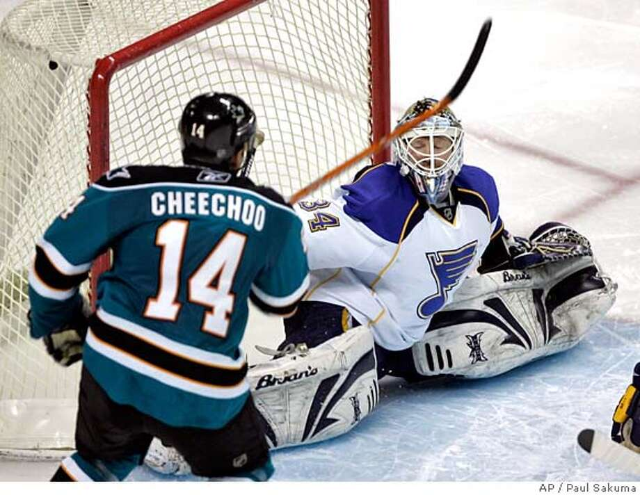 San Jose Sharks right wing Jonathan Cheechoo (14) scores past St. Louis Blues goalie Manny Legace (34) in the third period of their NHL hockey game in San Jose, Calif., Thursday, Jan. 24, 2008. (AP Photo/Paul Sakuma) EFE OUT Photo: Paul Sakuma