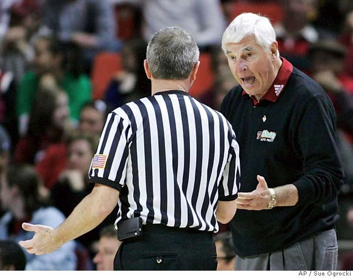 Texas Tech coach Bob Knight, right, talks with official Hal Lusk, left, in the second half of a basketball game against Oklahoma, in Norman, Okla., Saturday, Jan. 19, 2008. Knight failed to get his 901st win, as Oklahoma won 63-61. (AP Photo/Sue Ogrocki) EFE OUT