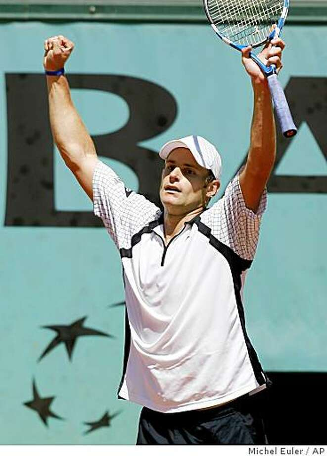 U.S. player Andy Roddick raises his racket after defeating France's Marc Gicquel during their third round match at the Roland Garros stadium in Paris, Saturday May 30, 2009. (AP Photo/Michel Euler) Photo: Michel Euler, AP