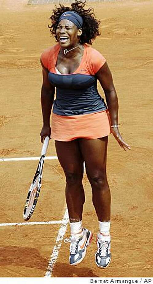 U.S. player Serena Williams reacts after being defeated by Russia's Svetlana Kuznetsova during a quarterfinal match of the French Open tennis tournament at the Roland Garros stadium in Paris, Wednesday June 3, 2009. Photo: Bernat Armangue, AP