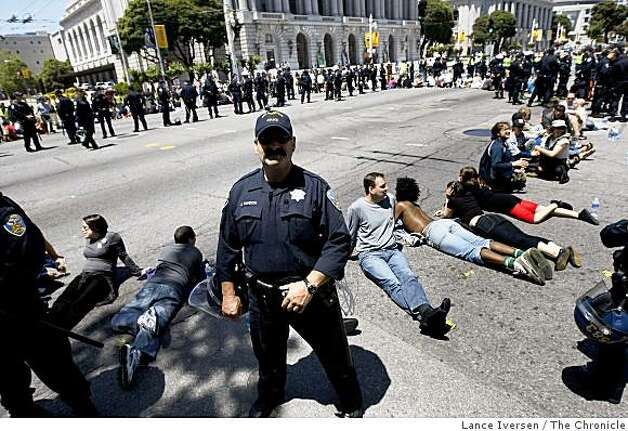 San Francisco Police officers prepare to arrest protestors blocking traffic on Van Ness Ave in San Francisco Tuesday, May 26, 2009.Demonstrators took part in a civil disobedience demonstration following the California Supreme Courts decision upholding of Prop 8 vote, to ban on gay marriage. Photo: Lance Iversen, The Chronicle