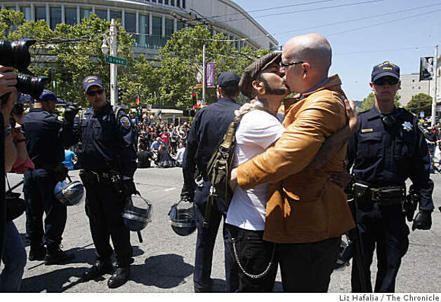 Robert Franco (left) and Shawn Higgins (right) kiss as they wait to get arrested on Van Ness at Grove avenues in San Francisco, Calif., on Monday, May 26, 2009. Photo: Liz Hafalia, The Chronicle