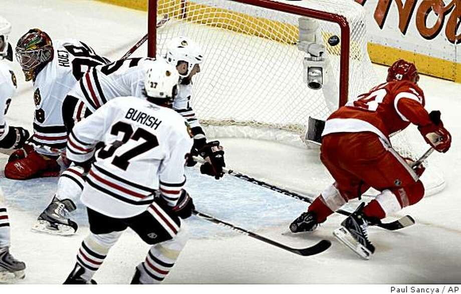 Detroit Red Wings' Darren Helm, right, scores the game-winning goal against the Chicago Blackhawks in overtime of Game 5 of the NHL hockey Western Conference finals in Detroit, Wednesday, May 27, 2009. Detroit won the game 2-1 and the series 4-1. (AP Photo/Paul Sancya) Photo: Paul Sancya, AP