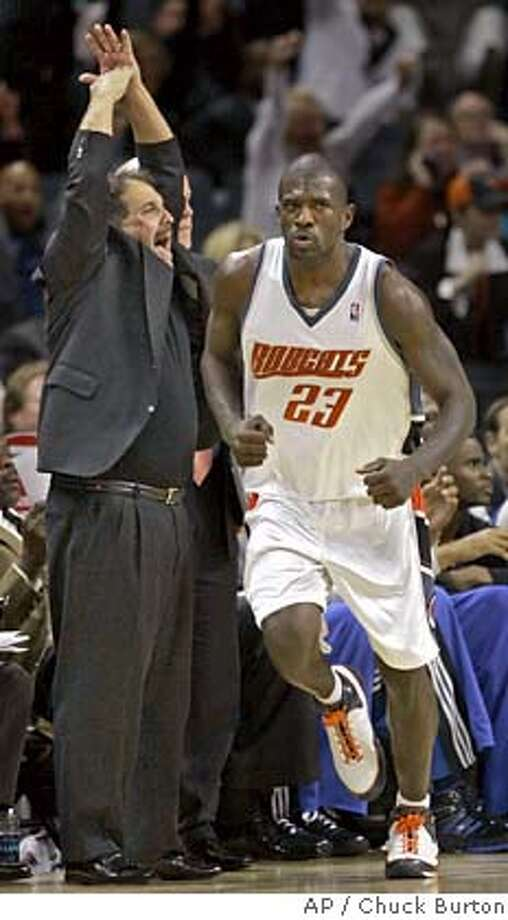 Orlando Magic head coach Stan Van Gundy, left, calls a timeout as Charlotte Bobcats guard Jason Richardson (23) reacts after hitting a three point shot late in the fourth quarter of the Bobcats' 99-93 win in an NBA basketball game in Charlotte, N.C., Wednesday, Jan. 16, 2008. (AP Photo/Chuck Burton) EFE OUT Photo: Chuck Burton