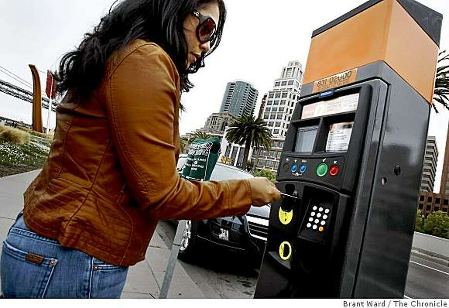 Leonor Fajardo used her credit card because she didn't want to get a parking ticket, but never got a receipt. San Francisco is testing out new multi-space parking meters which accept credit cards and coins on the Embarcadero. People seem confused when the machine does not issue a receipt. Photo: Brant Ward, The Chronicle