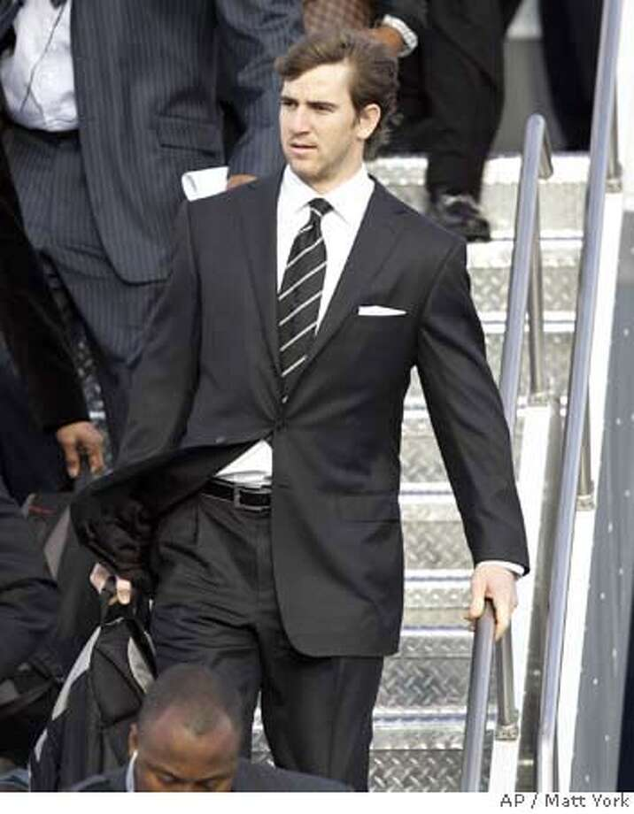 New York Giants quarterback Eli Manning arrives with his teammates Monday, Jan. 28, 2008 at Sky Harbor Airport in Phoenix. The Giants will face the New England Patriots in Super Bowl XLII in Glendale, Ariz. on Feb. 3. (AP Photo/Matt York) EFE OUT Photo: Matt York
