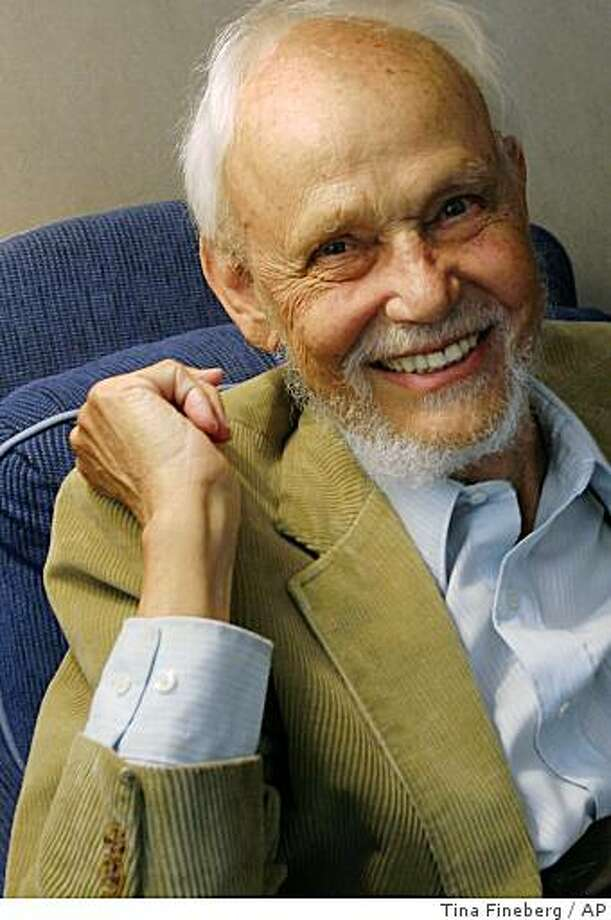 "World religions scholar Huston Smith, 86,  poses during an interview  in New York Sept. 16, 2005. Smith's latest book is ""The Soul of Christianity: Restoring the Great Tradition."" Photo: Tina Fineberg, AP"