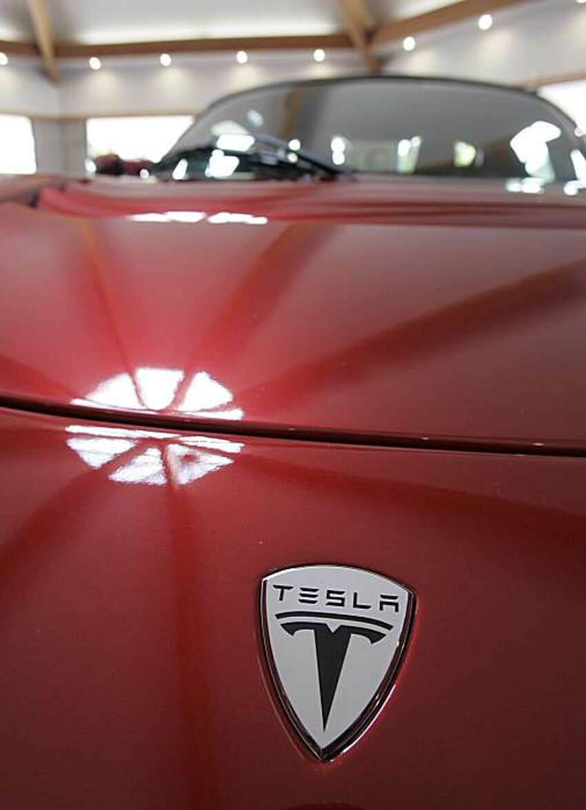 FILE - Sept. 16 2008 file picture of the front of a Tesla Roadster at their showroom in Menlo Park, Calif., Tuesday, Sept. 16, 2008. German automaker Daimler AG said Tuesday May 19, 2009 it has acquired a nearly 10 percent stake in California-based electric car maker Tesla Motors Inc. as part of plans to ramp up its own electric car production. The two companies are already working together on using Tesla's lithium-ion battery packs and charging electronics in Daimler's electric version of its two-seat Smart car. (AP Photo/Paul Sakuma,File)