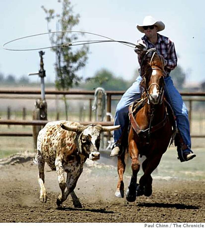 San Francisco 49ers draft pick Bear Pascoe ropes a steer on his family's cattle ranch in Terra Bella, Calif., on Thursday, May 14, 2009. The champion roper was drafted in the sixth-round as a tight end from Fresno State. Photo: Paul Chinn, The Chronicle