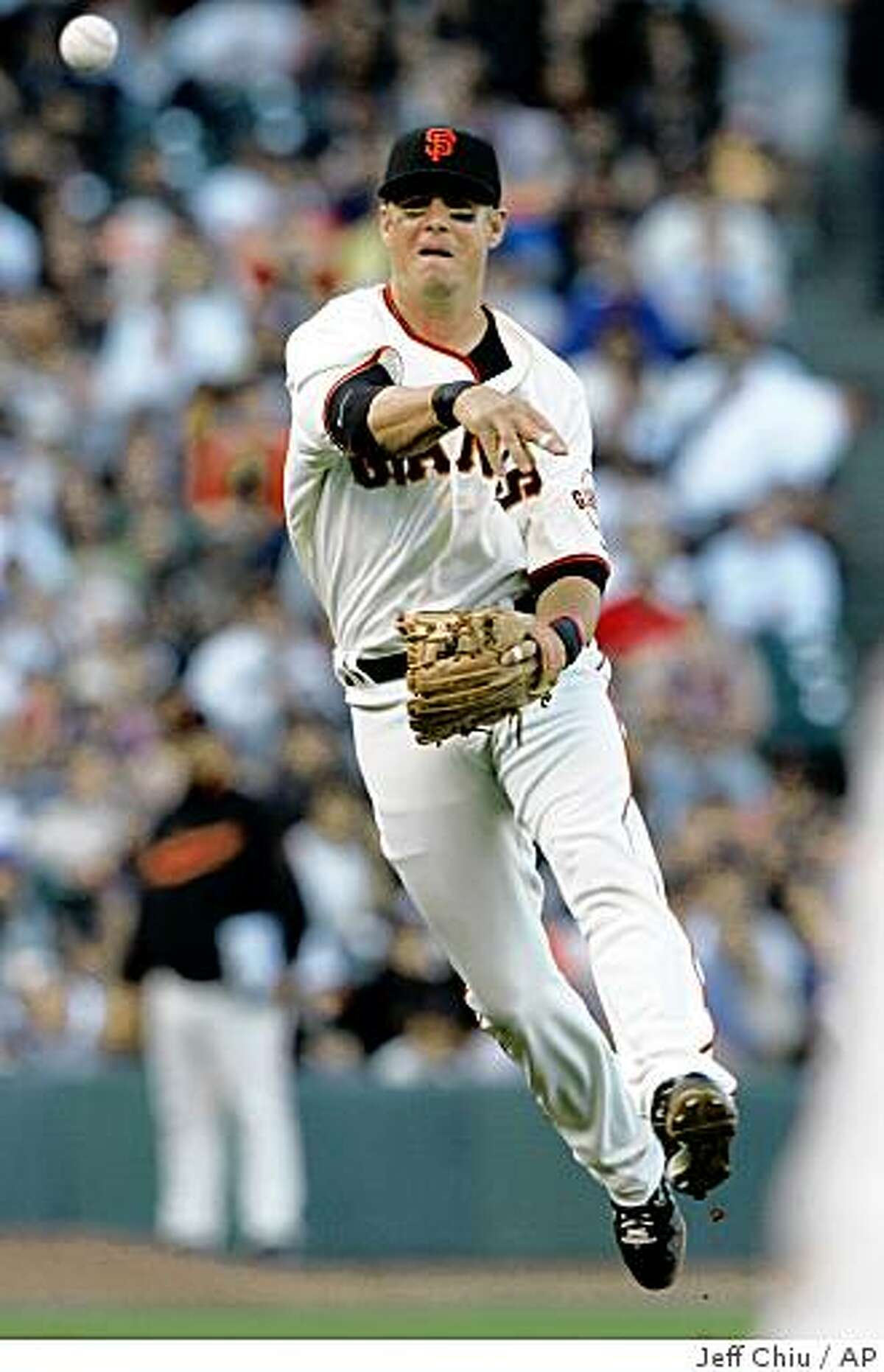San Francisco Giants' Kevin Frandsen throws out New York Mets' Gary Sheffield in the sixth inning of a baseball game in San Francisco, Sunday, May 17, 2009. (AP Photo/Jeff Chiu)
