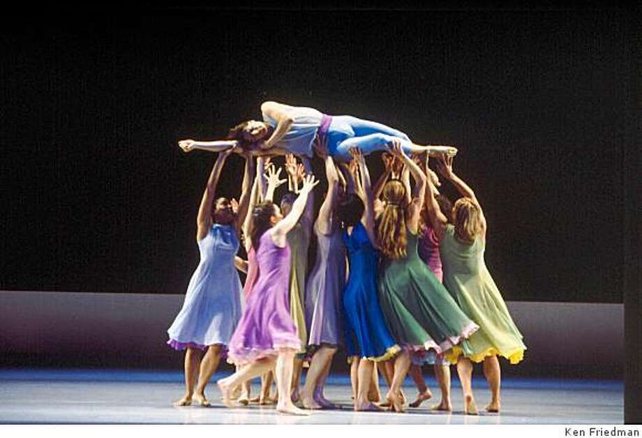 Pictured: Company members of the Mark Morris Dance Group perform L'Allegro, il Penseroso ed il Moderato at Cal Performances May 29-31, 2009. Photo: Ken Friedman