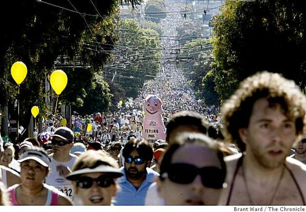 Looking east down Hayes Street as runners filled the avenue. The 98th running of the Bay to Breakers in San Francisco, CA featured a police crackdown on public drinking. Photo: Brant Ward, The Chronicle