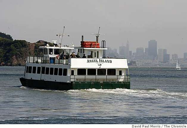 The ferry leaves Tiburon on it's way to Angel Island May 29, 2009 in Tiburon, Calif.  (Photograph by David Paul Morris/The Chronicle) Photo: David Paul Morris, The Chronicle