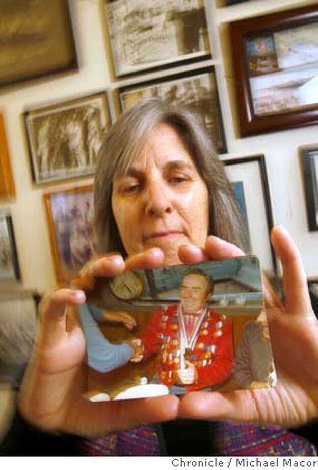 "irving_mag_023_mac.jpg Irving,inside the South End Rowing Club holding a photo of Farnsworth. San Francsico filmmaker, Judy Irving, who did ""The Wild Parrots of Telegraph HIll"", and is a member of the South End Rowing Club. Her new film ""Nineteen Arrests, No Convictions"" profiles fellow bay swimmer George Farnsworth also a member of the SBRC. Although no one was really sure that was his real name, he was basically a con man, a smooth talker and a ladies"" man who ran one of the first topless bars in san Francisco. Michael Macor / The Chronicle Photo taken on 12/15/07, in San Francisco, CA, USA Photo: Michael Macor"