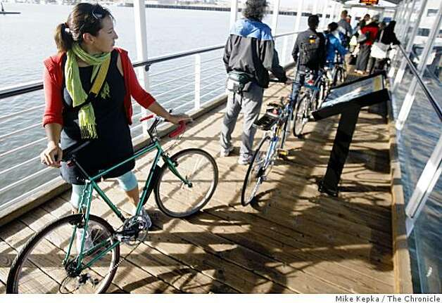 On the 15th annual Bay Area Bike to Work day, Ariel Dekovic lines up behind dozens of other bike commuters to wait for the Oakland Ferry. Photo: Mike Kepka, The Chronicle