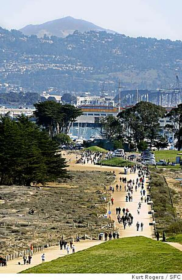 People walk along the Marina Green in San Francisco as clear weather enables a good view of the Berkeley Hills and Mt Diablo in Contra Costa County. WEATHER_CLEAR_0005_KR.jpg Kurt Rogers / The Chronicle Photo: Kurt Rogers, SFC