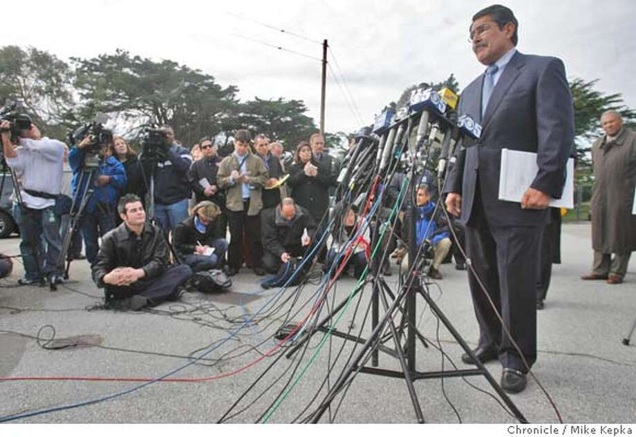 San Francisco director Manuel Mollinedo makes a statement during a press conference at The San Francisco Zoo which remains closed on Thursday after a Christmas day tiger mauling that left 1 dead and 2 others injured.  Mike Kepka / The Chronicle Photo taken on 12/27/07, in San Francisco, CA, USA Photo: Mike Kepka