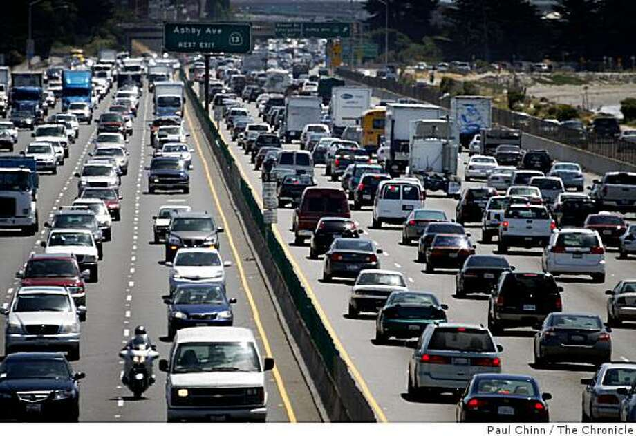 Traffic in both directions on I-80 move at below the speed limit near University Avenue in Berkeley, Calif., on Friday, May 15, 2009. Transportation officials are considering around-the-clock use of the HOV lanes to help ease congestion from Richmond to Emeryville. Photo: Paul Chinn, The Chronicle
