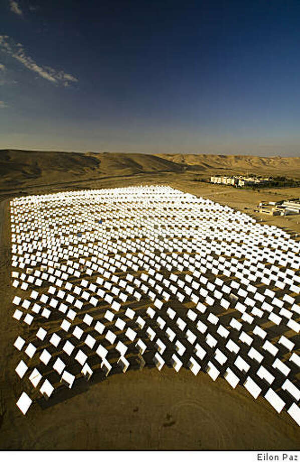 Sunlight bounces off mirrors at BrightSource Energy's solar plant in Israel's Negev Desert on Nov. 11, 2008. Photo: Eilon Paz