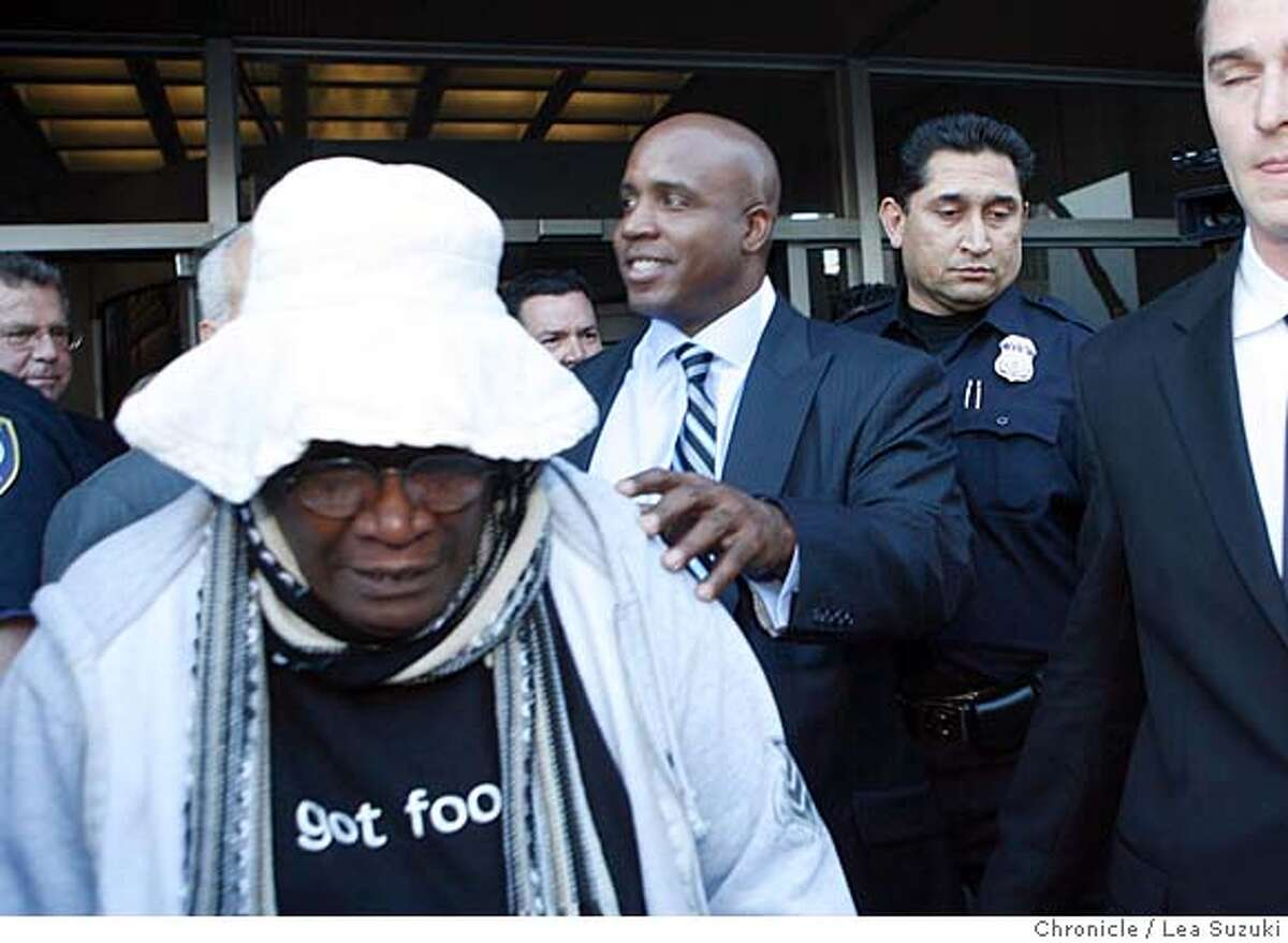 bonds_appear_086_ls.jpg Barry Bonds departs from the Phillip Burton Federal Building at a Turk Street exit Friday morning in San Francisco. Woman in hat to left is Rosie Kreidler an aunt to Barry Bonds, Bobby Bonds' sister. Lea Suzuki/ The Chronicle Photo taken on 12/7/07, in San Francisco, CA, USA