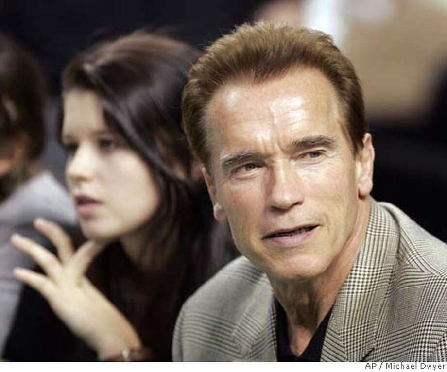 California Gov. Arnold Schwarzenegger, right, attends a NBA basketball game between the Boston Celtics and the Los Angeles Lakers, Friday, Nov. 23, 2007, in Boston. The Celtics won 107-94. (AP Photo/Michael Dwyer) EFE OUT Photo: Michael Dwyer