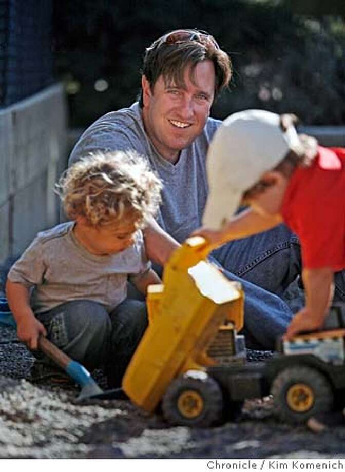 ONTHETOWN_LIEMAN_017_KK.JPG  Bay Area blogger/parent Todd Lieman and son Kolby, 2, play at the Bay Area Discovery Museum in Sausalito.  Photo by Kim Komenich/The Chronicle  **Todd Lieman, Kolby Lieman MANDATORY CREDIT FOR PHOTOG AND SAN FRANCISCO CHRONICLE. NO SALES- MAGS OUT. Photo: Kim Komenich