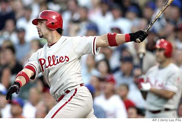 Philadelphia Phillies' Aaron Rowand hits a three-run home run against the Chicago Cubs during the third inning of a baseball game Monday, July 30, 2007, in Chicago. Ryan Howard and Tadahito Iguchi scored on the home run. (AP Photo/Jerry Lai) Photo: Jerry Lai