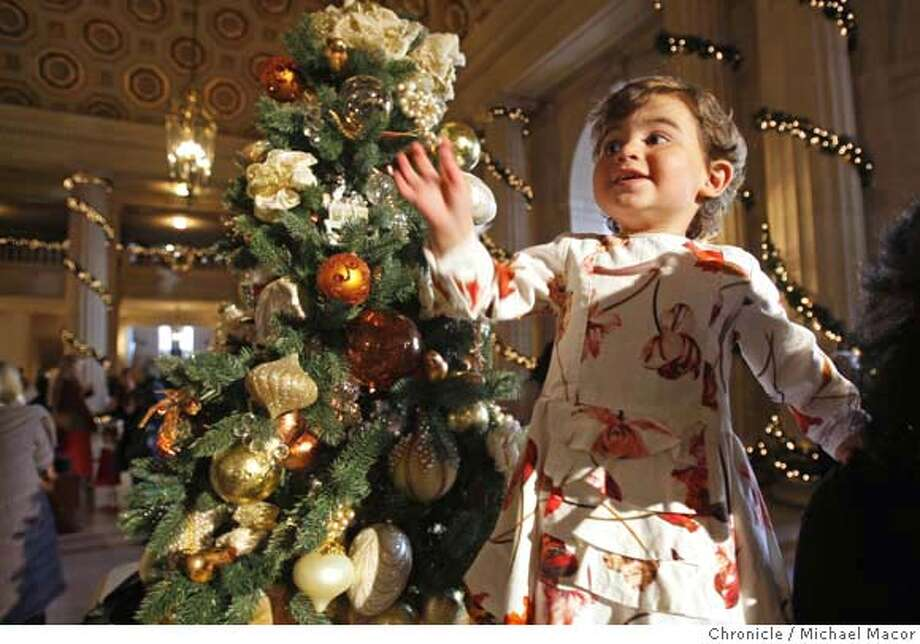 holiday_108_mac.jpg 2 year old Arielle Bransten of San Francsico very excited about her 1st time visit to the Nutcracker performance. Audiences who attend holiday shows, we want to shoot the NUTCRACKER audience in the lobby before a performance. Story will say that holiday show audiences are often a once-a-year occasion crowd. Michael Macor / The Chronicle Photo taken on 12/15/07, in San Francisco, CA, USA MANDATORY CREDIT FOR PHOTOG AND SAN FRANCISCO CHRONICLE/NO SALES-MAGS OUT Photo: Michael Macor