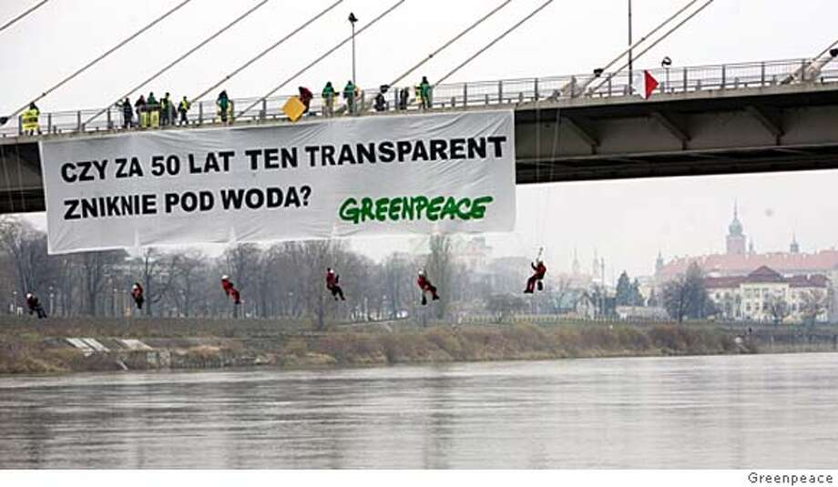 "Greenpeace activists display a banner saying ""Is this banner going to disappear under the water in 50 years"" on a bridge in Warsaw November 17, 2007. The activists were protesting against global warming. REUTERS/Greenpeace/Handout (POLAND). NO ARCHIVES. NO SALES.  Ran on: 11-18-2007  Members of Greenpeace display a banner that reads: &quo;Is this banner going to disappear under the water in 50 years?&quo; on a bridge in Warsaw. The group was protesting global warming.  Ran on: 11-18-2007  Members of Greenpeace display a banner that reads: &quo;Is this banner going to disappear under the water in 50 years?&quo; on a bridge in Warsaw. The group was protesting global warming. Photo: HO"