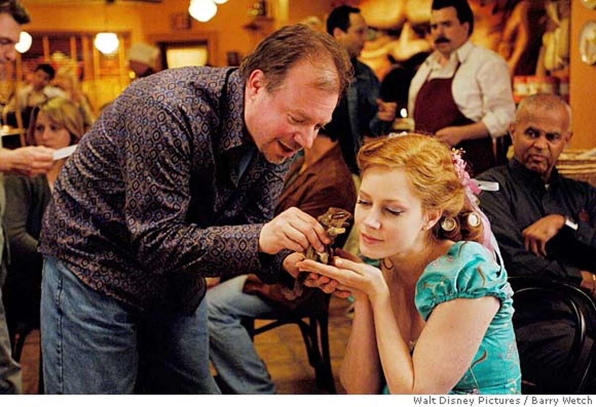 director Kevin Lima and actress Amy Adams on the set of ENCHANTED (L-R) KEVIN LIMA, AMY ADAMS