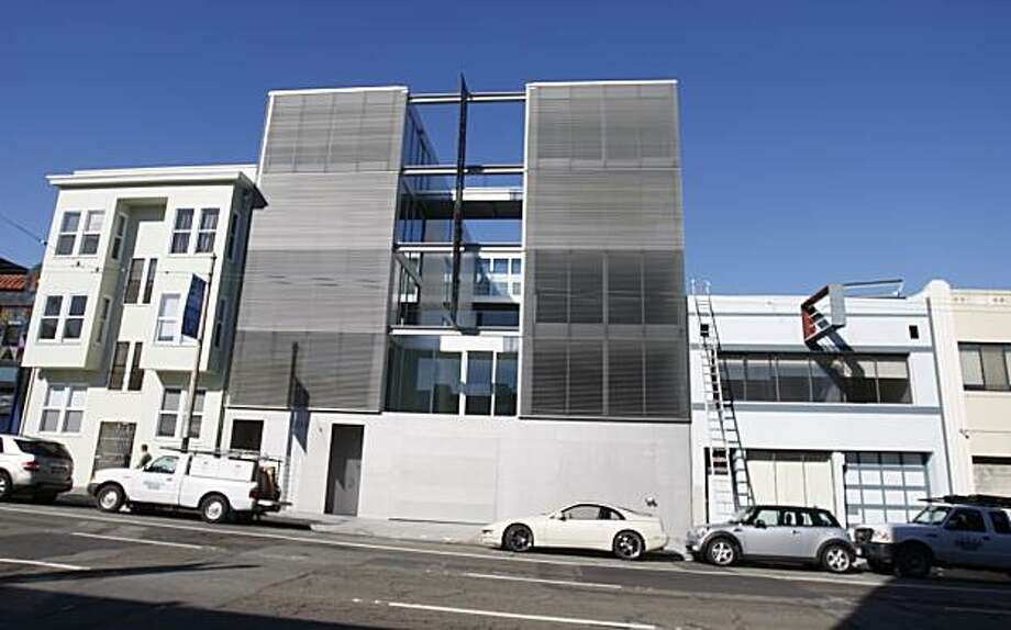 The building at 1234 Howard St. turns condominiums into abstract art. Photo: Kurt Rogers, The Chronicle
